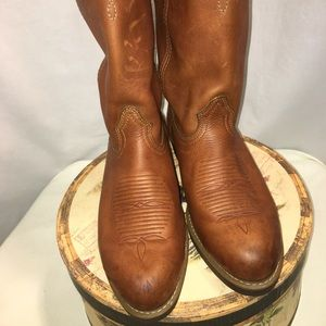 Georgia Boots size 10W. Very nice and comfortable.